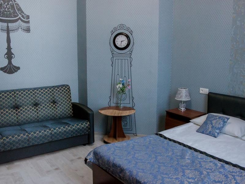 Детали номера 16, чайный столик и диван, Абажуръ, Томск