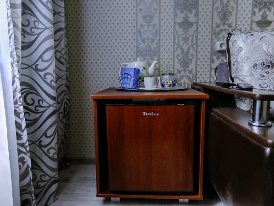 Холодильник и чайные принадлежности, номер Полулюкс, Абажуръ, Томск