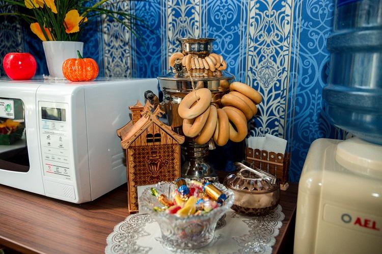 Бесплатная вода и чай/конфетки, гостиница Абажуръ Томск