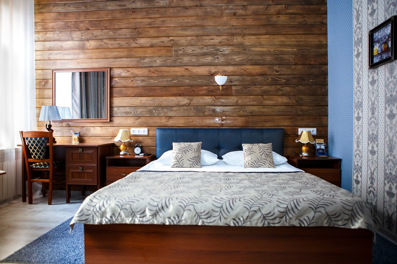 Comfort room with wooden wall, Abazhur Hotel Tomsk