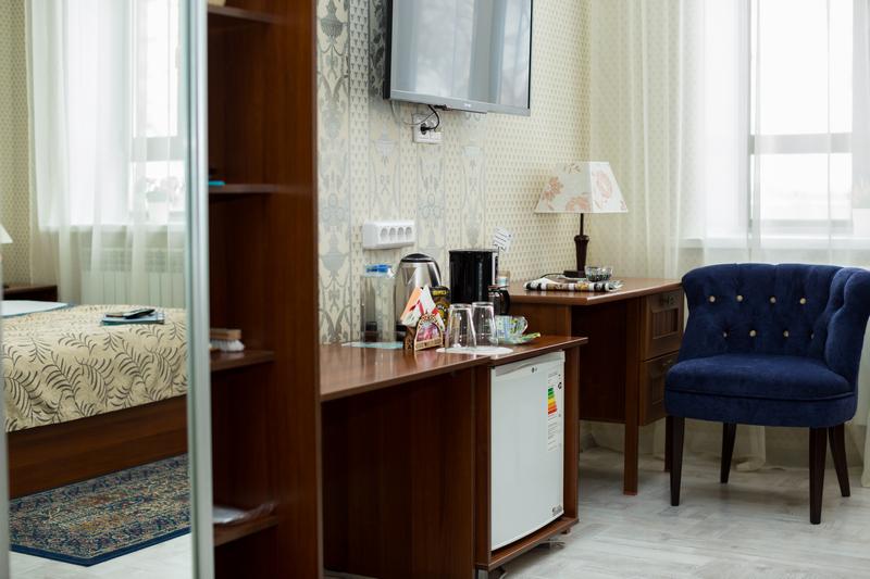 Для комфортного проживания: кофеварка, чайник,холодильник