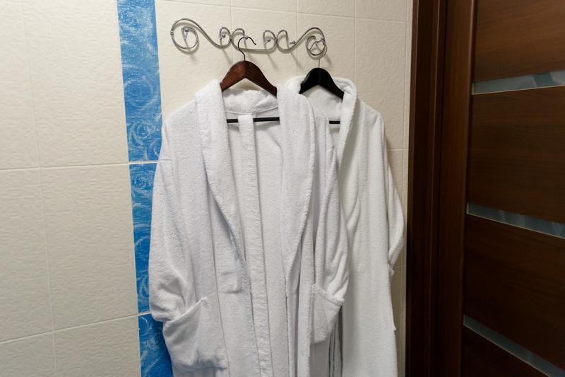 Мягкие халаты и тапочки